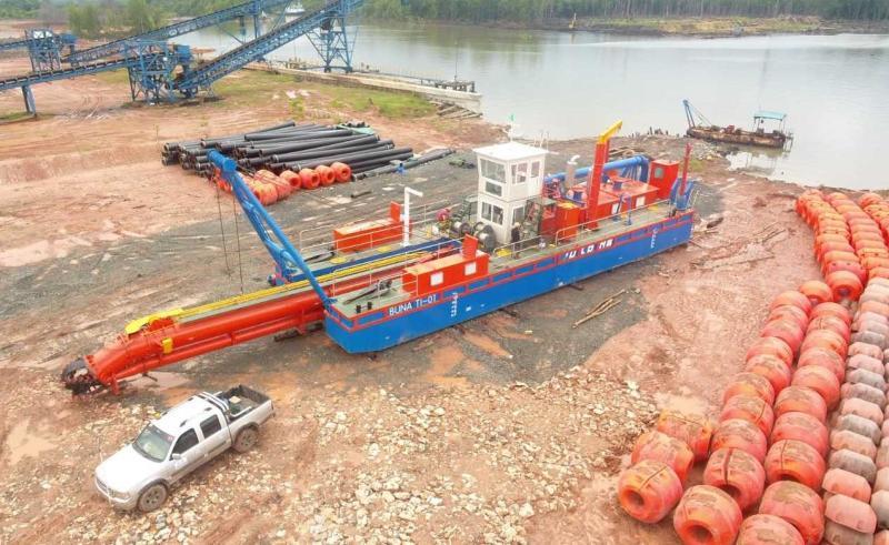 24 inch cutter dredger dredging floating pipelines