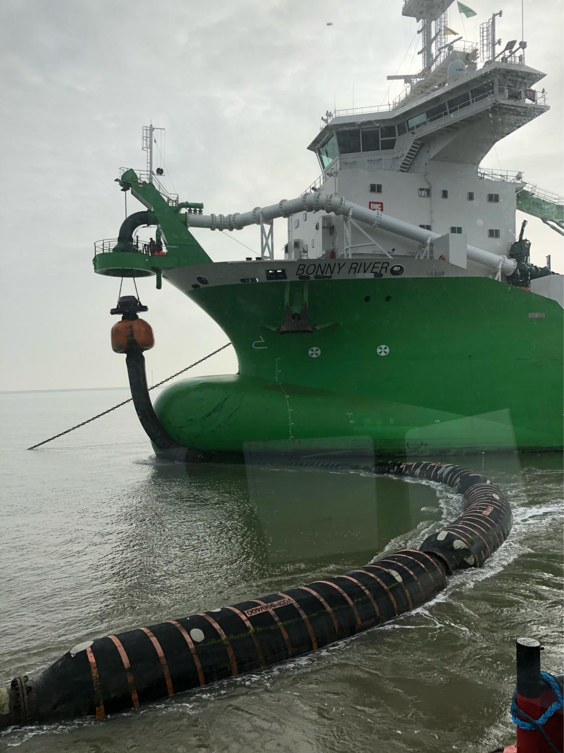 TSHD Dredger Discharge Bow Coupling Rubber Floats Quick Connection and Floating hoses